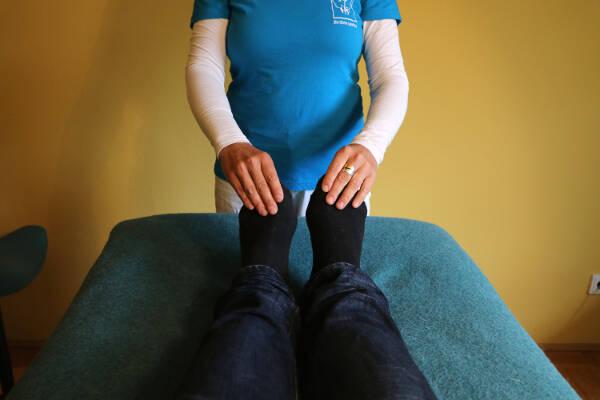 Erste Hilfe mit Jin Shin Jyutsu - Atmung: Große Zehen halten, min. 10 min